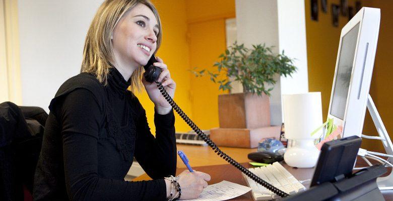 Hôtesse d'accueil : quel est le rôle d'une agence ?